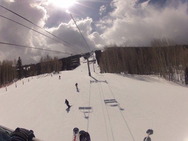 Le ski, un des sports d'hiver le plus pratiqué à la montagne-1