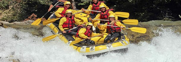 Amateurs de sensations fortes faite du rafting !