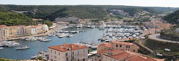 Voyagez autrement: louez un bateau entre particuliers en Corse.