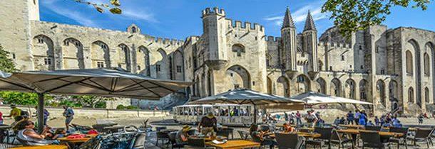 Quelles sont les principales attractions touristiques d'Avignon ?
